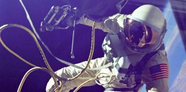 Ed White outside the Gemini spacecraft (NASA) (thumb)