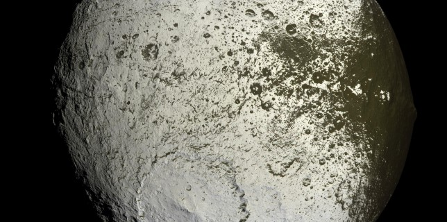 Saturn's moon: Iapetus (NASA/ESA/Cassini)