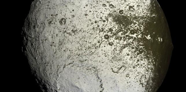 Saturn's moon: Iapetus (NASA/ESA/Cassini)