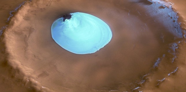 Water ice in crater at Martian north pole (ESA)